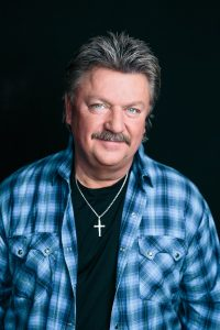 joe-diffie-rocking-the-arena